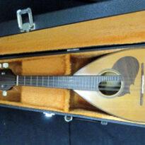 山口県より楽器マンドリン。ギター入門書・CDを買取りしました